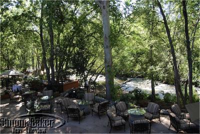 Outdoor dining at L'Auberge de Sedona