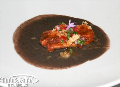 Tamalito Costeño en Caldillo de Frijol, our appetizer