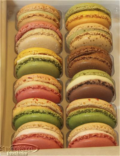 The box of monthly flavor macroons