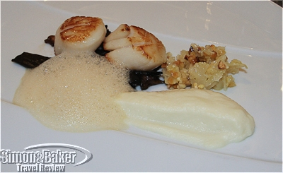 Scallops with pureed cauliflower