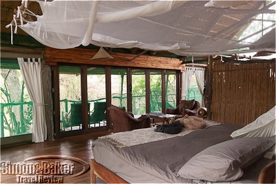 The king size bed at Mvuu faced the deck and the bush