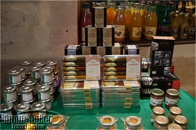 Attractive assortments exotic spices made original gifts.