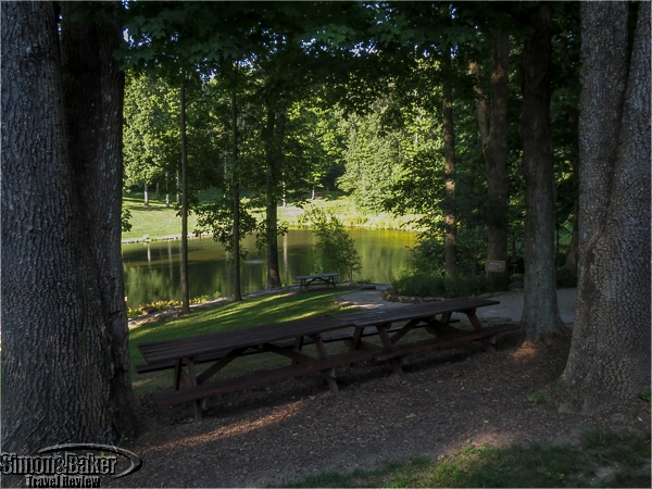 There were many shady spots and picnic tables with a view of the pond