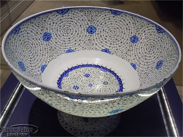 Glazed glass basin from Turkey